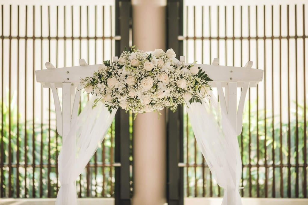 A picture of a wedding altar at a Micro Wedding at a Honolulu hotel.
